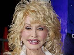 Auf alles vorbereitet: Dolly Parton geht geschminkt ins Bett - Unterhaltung  - Stuttgarter Nachrichten
