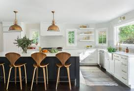 seattle interior designer heidi caillier opts for benjamin moore decorator s white for kitchen cabinets