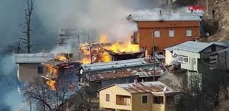Son dakika... Rize'de köy evleri yanıyor! - Haberler Milliyet