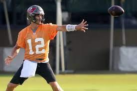 Video of Tom Brady Throwing Football ...