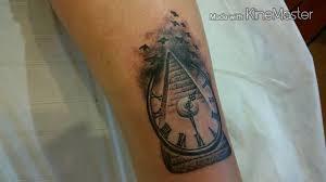 Tatttoo пирамида с часами