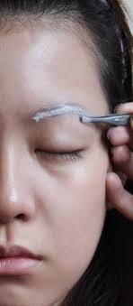 the way your eyebrows are shaped and coloured can determine whether you look like a diva emily quak offers some tips on helping you find the right eyebrow