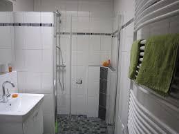 Das Grün Weicht Dem Hellen Weiß Ein Bad Bekommt Ein Neues Gesicht
