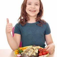 Resultado de imagen para niños comiendo pescado