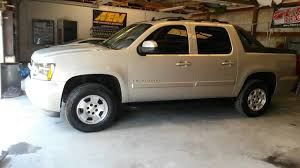 2007 avalanche with rough country leveling kit - YouTube
