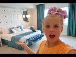 I'm jojo, all i talk about it how excited i am to go on tour! New Room Tour Jojo S Juice Youtube