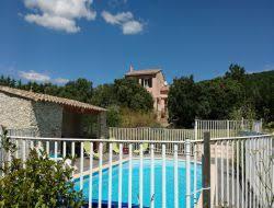 villa de vacances et piscine dans le drome