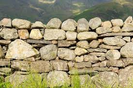 to build a dry freestanding stone wall