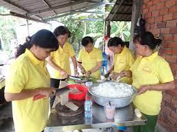Cần Giuộc: Bếp ăn từ thiện cho bệnh nhân nghèo « Đài Phát thanh và Truyền  hình Long An