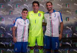 File:Marco Verratti, Gianluigi Buffon & Giorgio Chiellini.jpg - Wikimedia  Commons