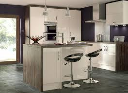 White Gloss Kitchen Worktop Kitchens White Gloss Shaker Kitchen Aromabydesignus