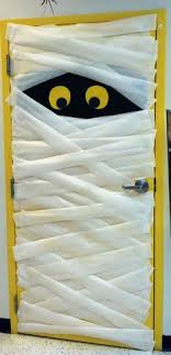 Great Halloween Door Decoration How adorable is this? School classroom doors  lend themselves to all sorts of holiday decorations. This idea was shared  from ...