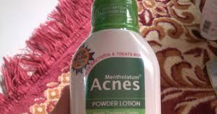 Teksturnya cair, tapi setelah dipakai ke wajah, memang benar bisa menahan minyak cukup lama. Review Acnes Powder Lotion Cyanophyta S Beaut Diary