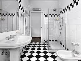 Modernes Badezimmer Schwarz Und Weiß Lizenzfreie Fotos Bilder Und
