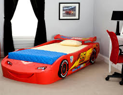 Amazon.com: Delta Children Cars Lightning Mcqueen Twin Bed with ...