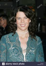 Friday Night Lights Season 6 Release Date Actress Lauren Graham Poses For Photographers At The Premire