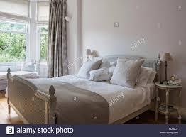 Antiken Französischen Rattan Bett Im Schlafzimmer Mit Bettwäsche Von