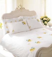 white yellow hydrangea bedding