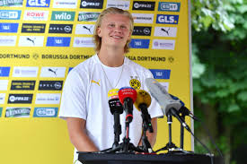 May 28, 2021 · erling haaland has vowed to respect borussia dortmund's wishes when it comes to any decision on his future, with the norwegian frontman not about to push for a move in the summer transfer window. Erling Haaland Spricht Uber Seine Zukunft Beim Bvb Mopo