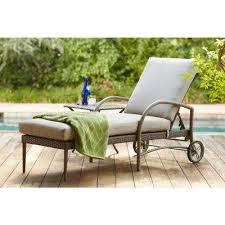 posada patio chaise lounge