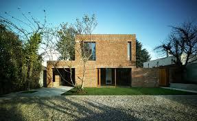Por ser um revestimento poroso, em caso de aplicação em fachadas ou locais que receba&nbsp. Alvenaria Aparente Rustico E Elegante