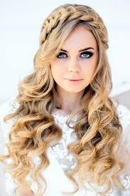 Самые стильные прически на выпускной 11 класс 2021 года на средние волосы. Samye Krasivye Pricheski Na Vypusknoj 2021 2022 Foto Pricheski Na Vypusknoj Idei Novinki