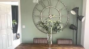 vastu tips avoid hanging wall clock in