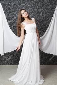 Belle Femme Indienne En Robe De Mariée Blanche