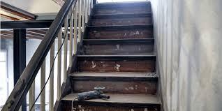 Haben schon viel probiert, nägel rein die treppe geht links + rechts ganz an die wand. Treppenrenovierung Osterreich Tipps Preiswerte Anbieter Herold