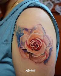 фото татуировки роза в стиле акварель цветная татуировки на плече