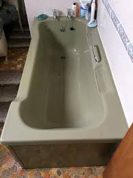 Avocado bathroom suite. Bath, toilet, pedestal washbasin and 800mm ...