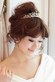 姫系ティアラを乗せた王道花嫁ヘアスタイルまとめ Marryマリー 花嫁