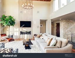 Wohnzimmer Mit Parkettboden Tv Kronleuchter Und Stockfoto