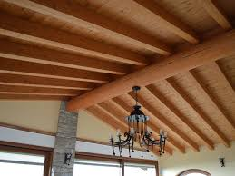 Soffitto Con Travi In Legno Bianco : Soffitto con travi a vista fatua for