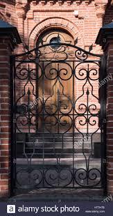 Alte Türen Griffe Schlösser Gitter Und Fenster Stockfoto Bild