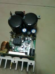 yet another view by wwenze boston acoustics hps 10ho subwoofer the right side of the board the blue capacitors and the parts below it is the power supply for the pre section this tested working fine and nothing blew