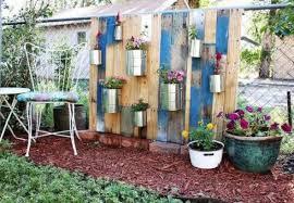 Idee Per Abbellire Il Giardino : Come decorare un giardino riciclando uncome