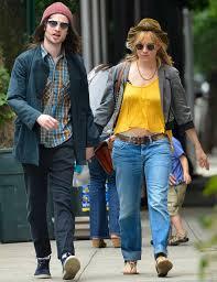 Sienna miller news, gossip, photos of sienna miller, biography, sienna miller boyfriend list 2016. How To Make Boyfriend Jeans Look Stylish Like Sienna Miller