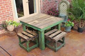 DIY Pallet Breakfast Table