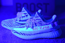 Cream White Yeezy Black Light Tonys Zebra Yeezy Boost 350 V2 9654 Under Uv Light Review