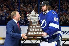 NHL: Lightning gewinnt erneut Stanley ...