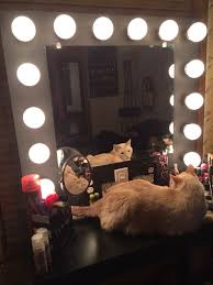picture of vanity mirror with lights
