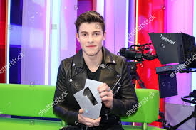 Shawn Mendes His Official Singles Chart Number Editorial