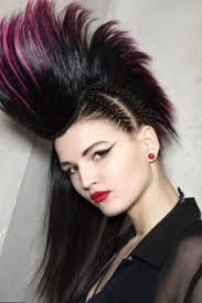 Elégant Coupe De Cheveux Excentrique Femme Coiffure Punk