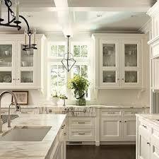 off white kitchen backsplash