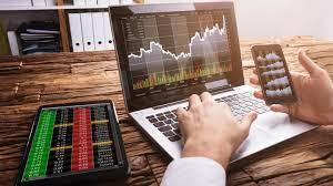6 خصائص تميز التداول بالعملات رغم 3 مخاطر محدقة