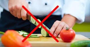 Resultado de imagem para Cortar dedos cortando vegetal