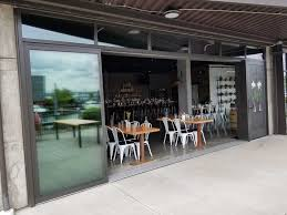 seattlepatiocovers com images staging doors opening glass walls tacoma restaurant opening glass doors tacoma restaurant 06 jpg