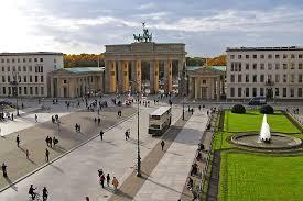 Главные достопримечательности Германии в фотографиях Парижская площадь и Бранденбургские ворота построенные в 1791году по заказу Фридриха Вильгельма ii
