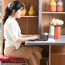 Menjaga Mood Baik Saat Bekerja Seharian Depan Komputer
